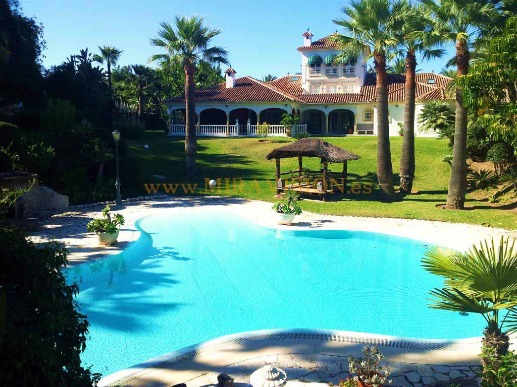 Laguna outdoor pool luxury villa Mijas Costa Spain